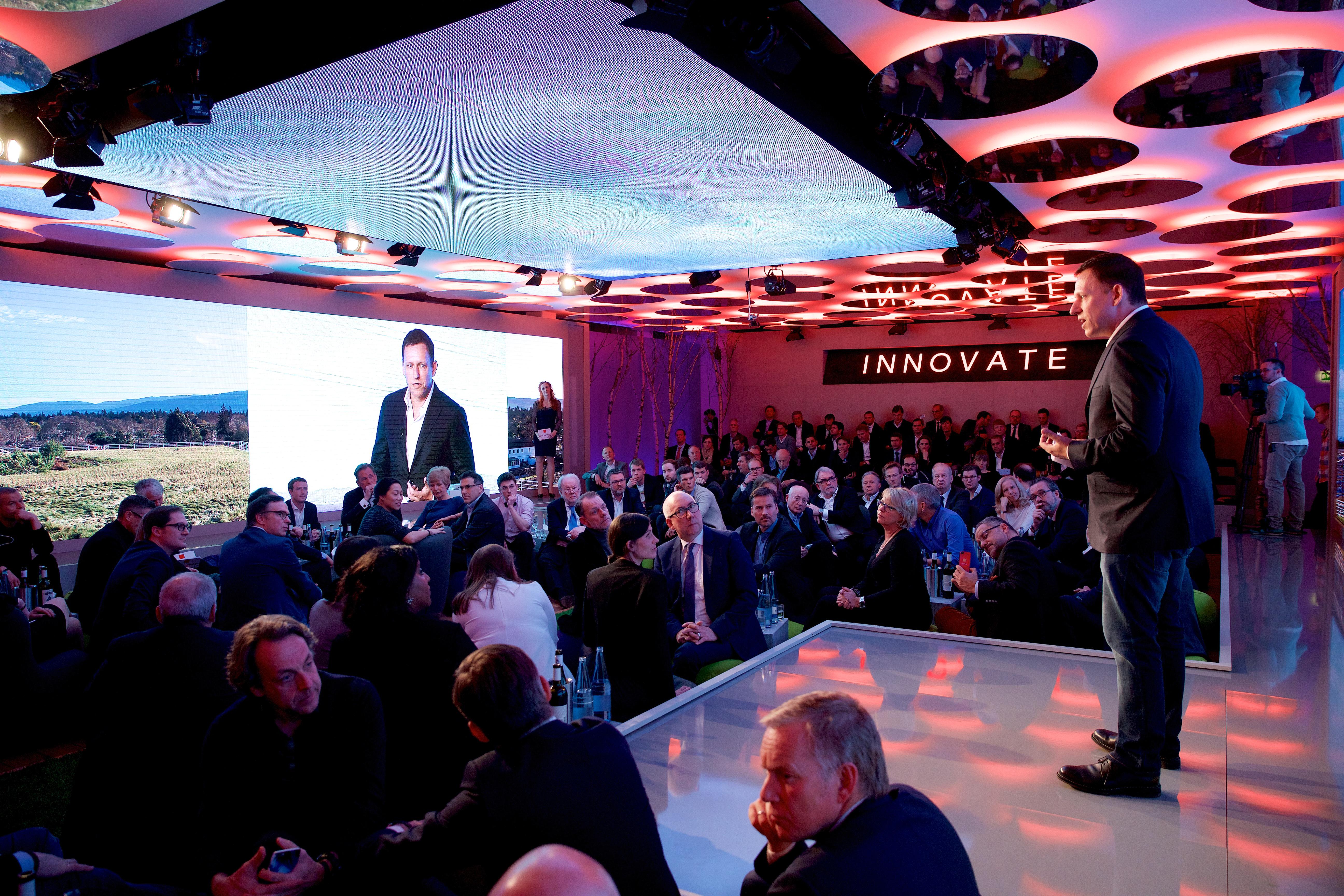Verleihung des 1 Axel Springer Awards an MarkZuckerberg